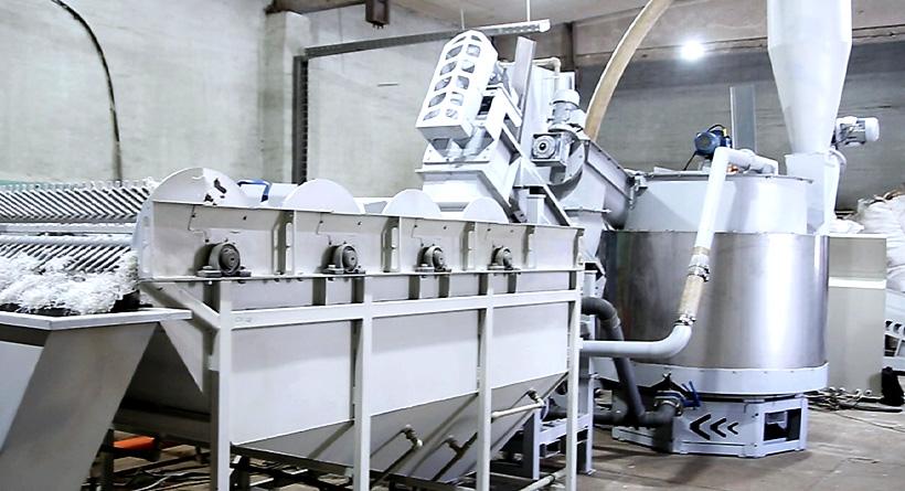 Комплекс оборудования «СтанкоПЭТ» для измельчения и интенсивной отмывки мощностью 1500 т в год на заводе в Грузии