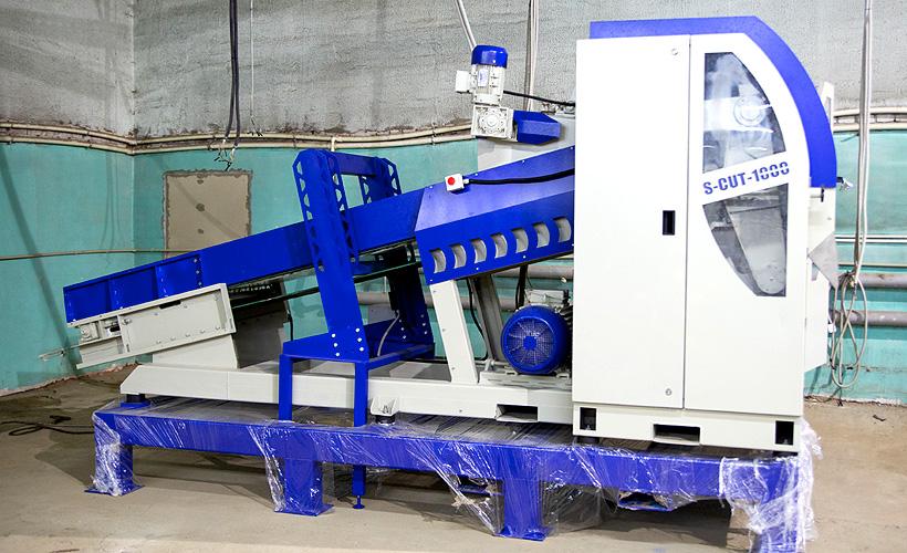 Гильотинная резательная  машина «СтанкоПЭТ» может стабильно измельчить до 1000кг/ч пленочных и тканых полимерных материалов