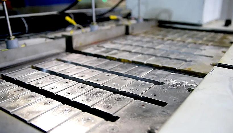 Плита плавителя воска ПВ-3 дает возможность плавить сырье как в форме гранулы, так и в форме плит и больших кусков