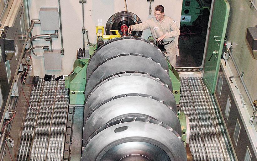 Балансировка вала ротора паровой турбины в мастерской Sulzer в Хьюстоне