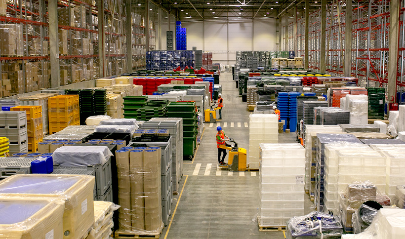 Площадь нового складского терминала позволяет оперировать более чем 7200 палетных мест стеллажного хранения, а также размещать изделия в количествах, достаточных для отгрузки 40 еврофур