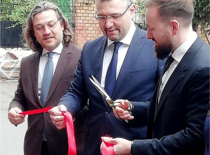 Руководство компани «Технау» и представители руководства области открыли завод по выпуску полиэтиленовых и бумажных пакетов в Мценске