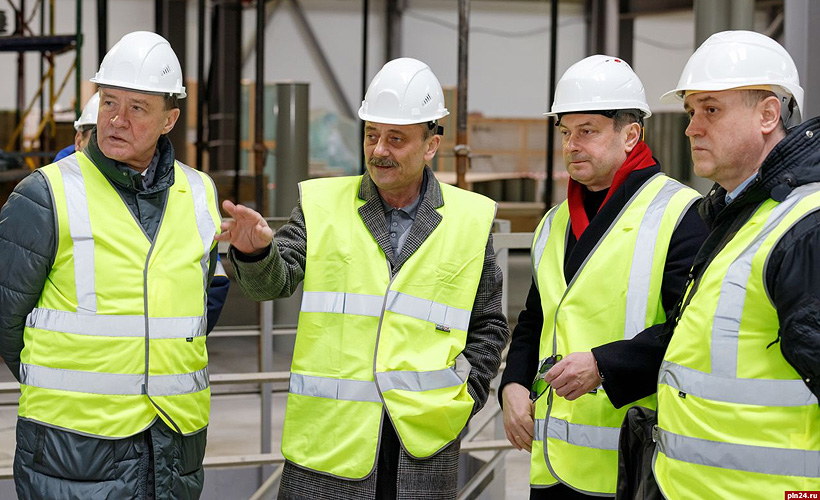 Члены Совета Федерации посетили ОЭЗ «Моглино» и оценили ход строительства завода «Титан-Полимер»
