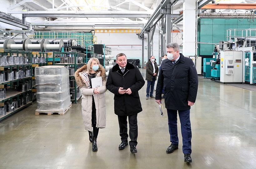 Губернатор Волгоградской области Андрей Бочаров провел выездное совещание на площадке Волжского завода текстильных материалов
