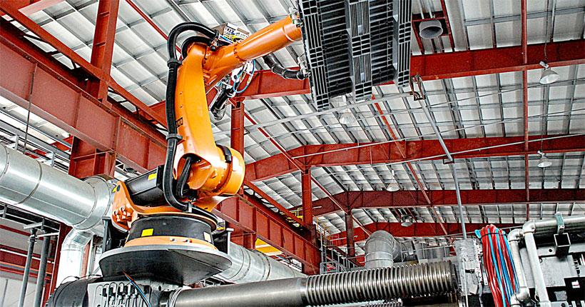 Робот KUKA снимает изделие с пресс-формы Ай-пласт