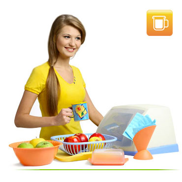 Пластиковая посуда и кухонные принадлежности