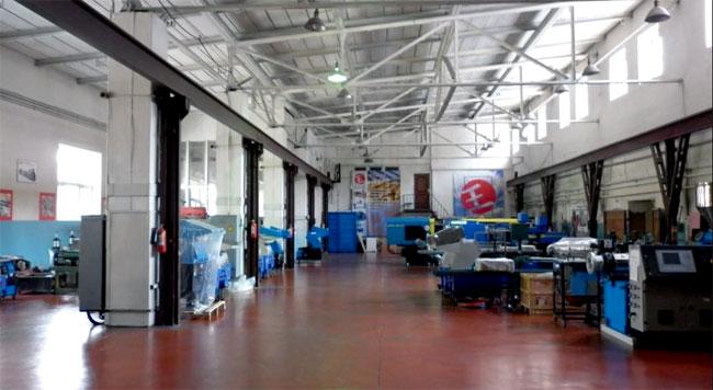 Балитех: демонстрационный зал оборудования для переработки пластмасс