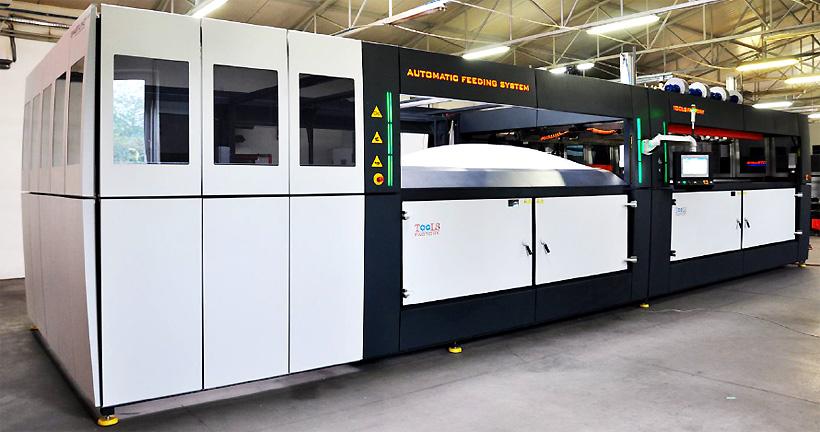 Tools Factory Термоформовочные и вакуум-формовочные машины с автоматической загрузкой материала в листах и выгрузкой готовых изделий